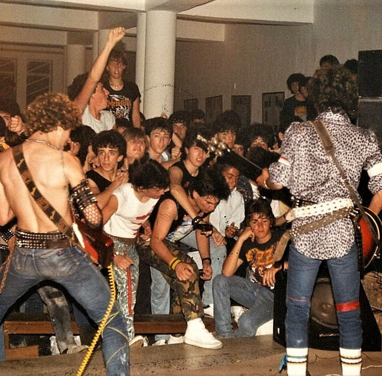 group + crowd 1 paceville 1986